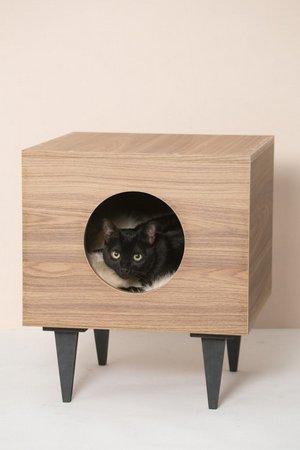 comprar-casinha-de-gato-em-formato-de-mesa-de-cabeceira-retro-tom-claro-em-uso